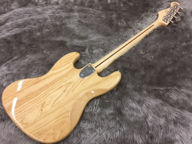 MADE IN JAPAN TRADITIONAL 70S JAZZ BASS®のヘッド裏-アップ画像