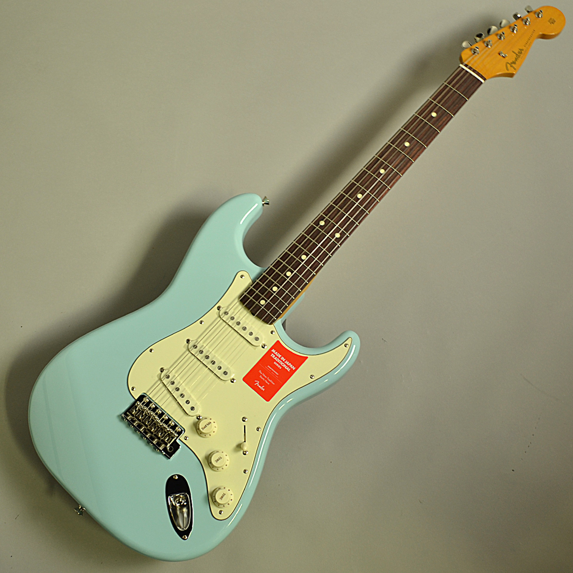 Fender Traditional 60s Stratocasterの全体画像