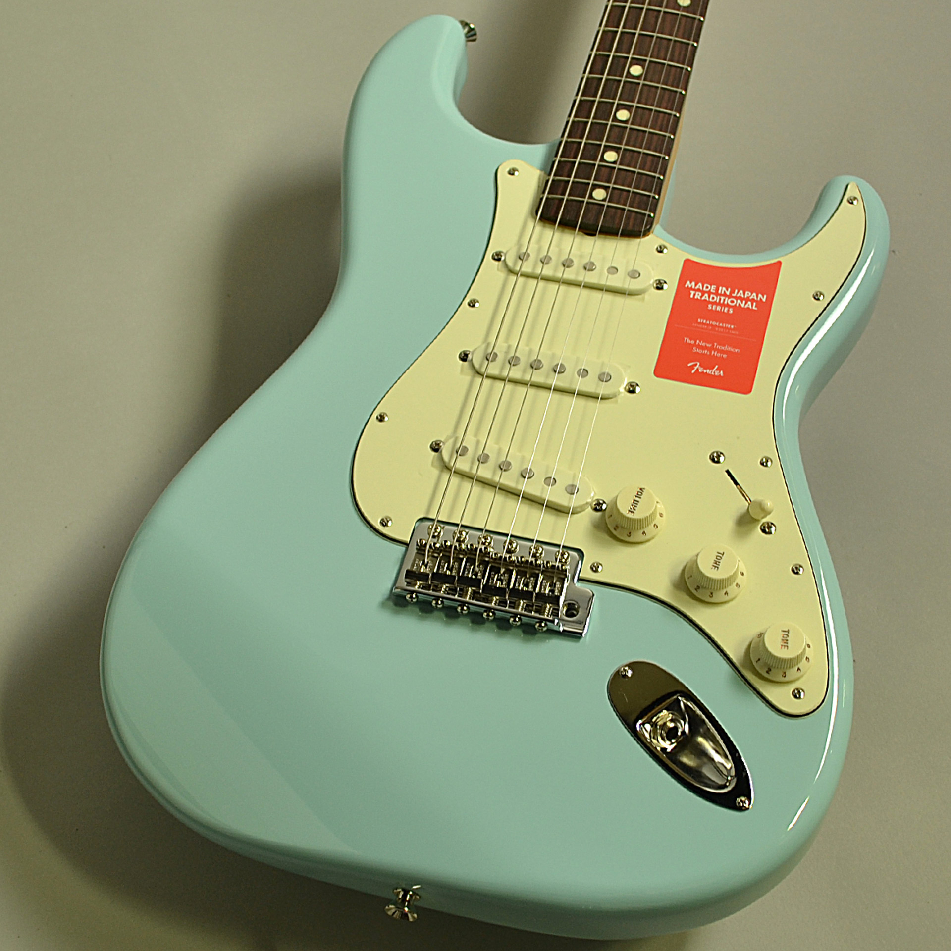 Fender Traditional 60s Stratocasterの全体画像(縦)
