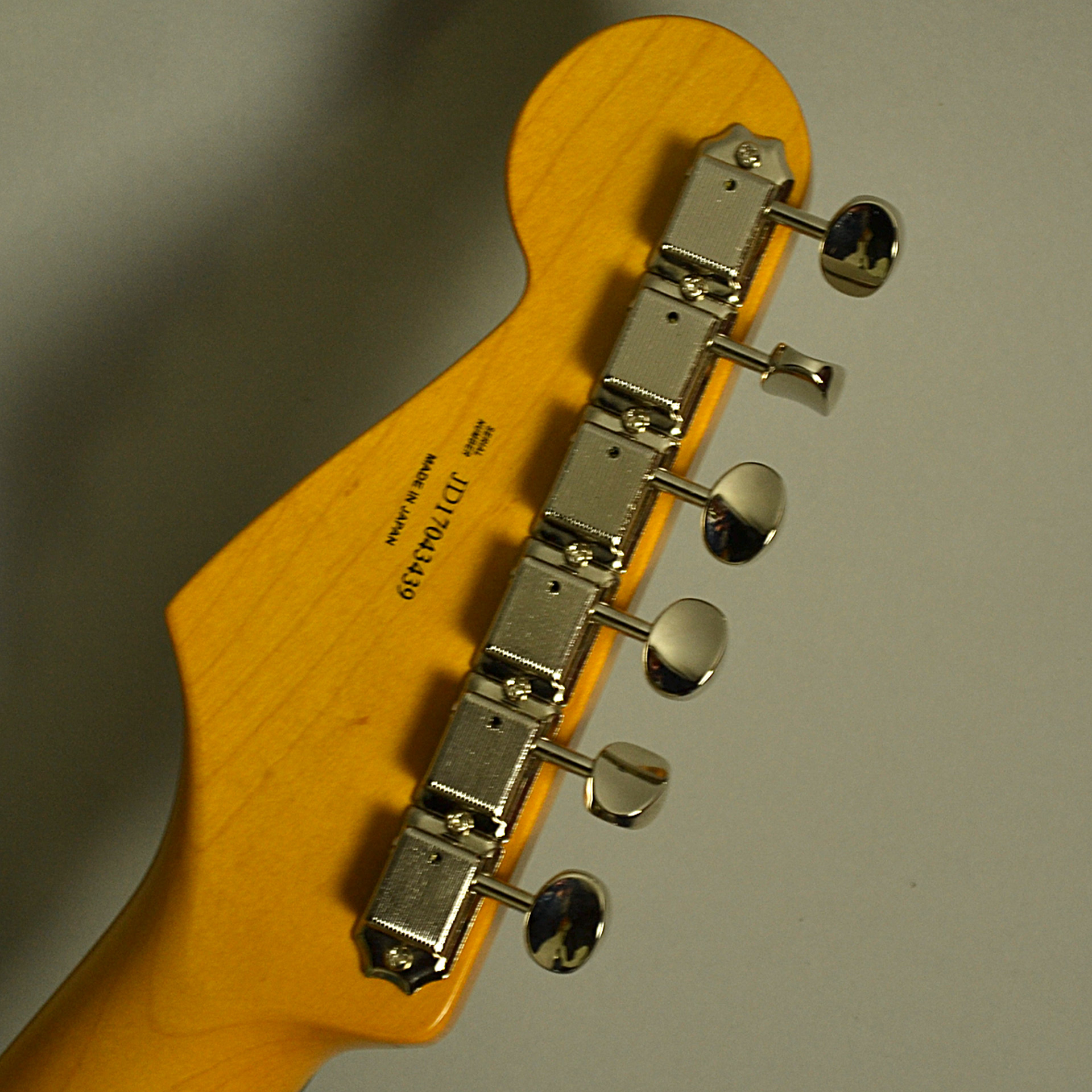 Fender Traditional 60s Stratocasterのヘッド裏-アップ画像