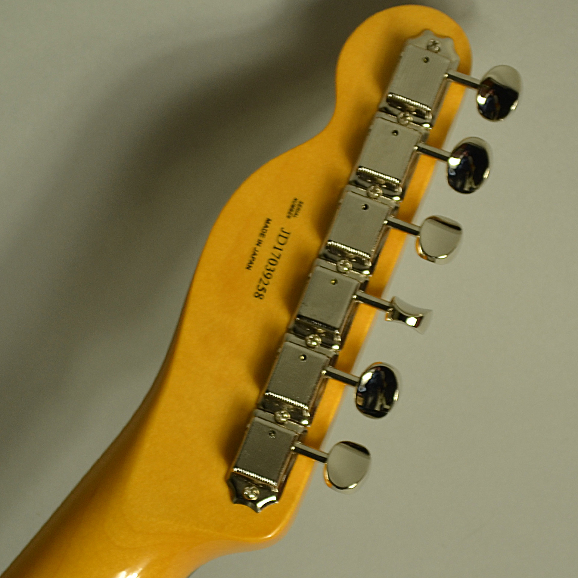 Traditional 60s Telecaster Customのヘッド裏-アップ画像