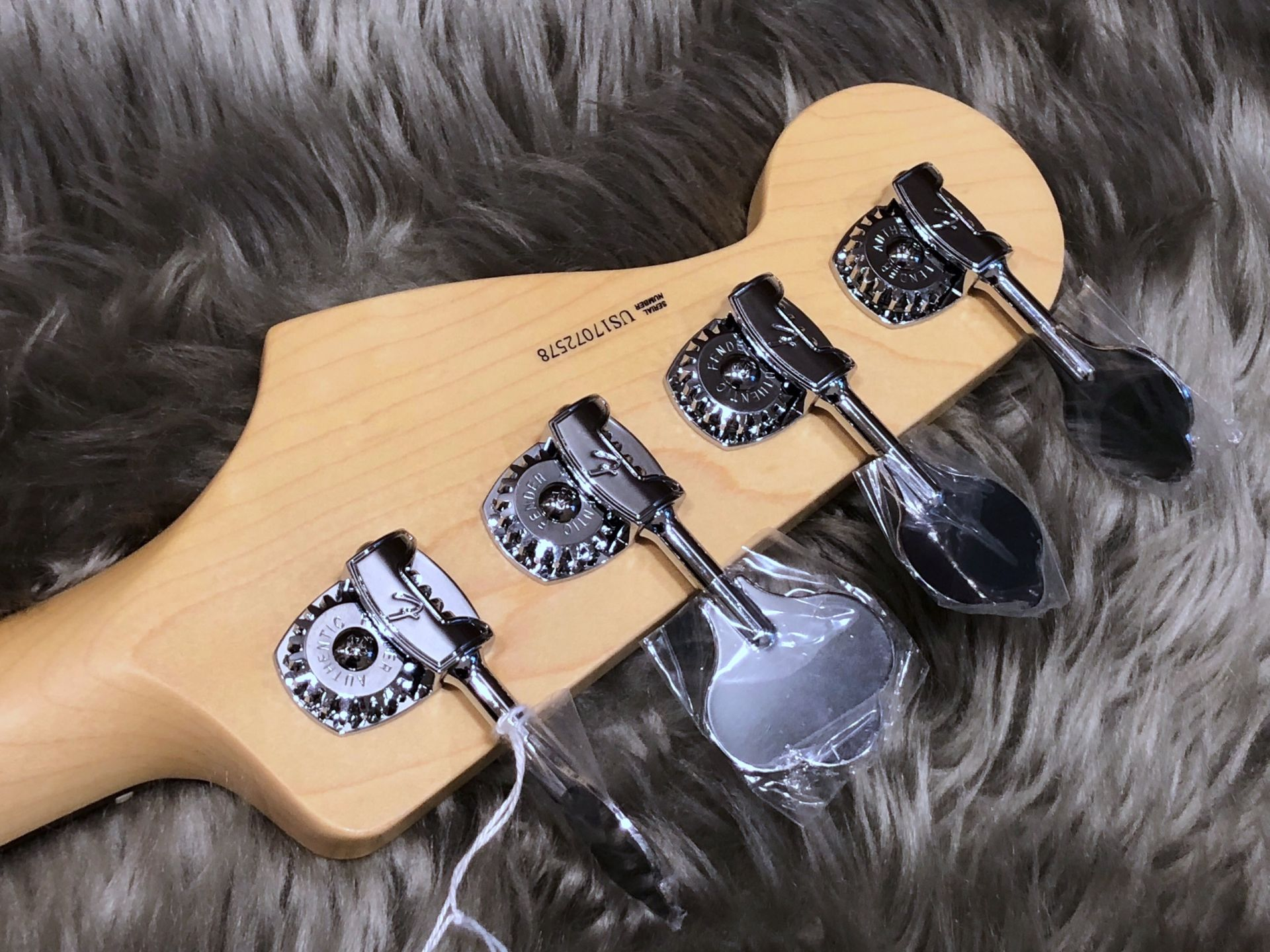 American Professional Jazz Bassのヘッド裏-アップ画像