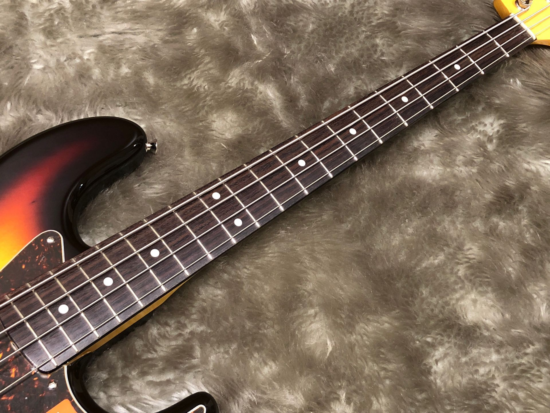 MIJ Traditional 60s Jazz Bass, Rosewoodの指板画像
