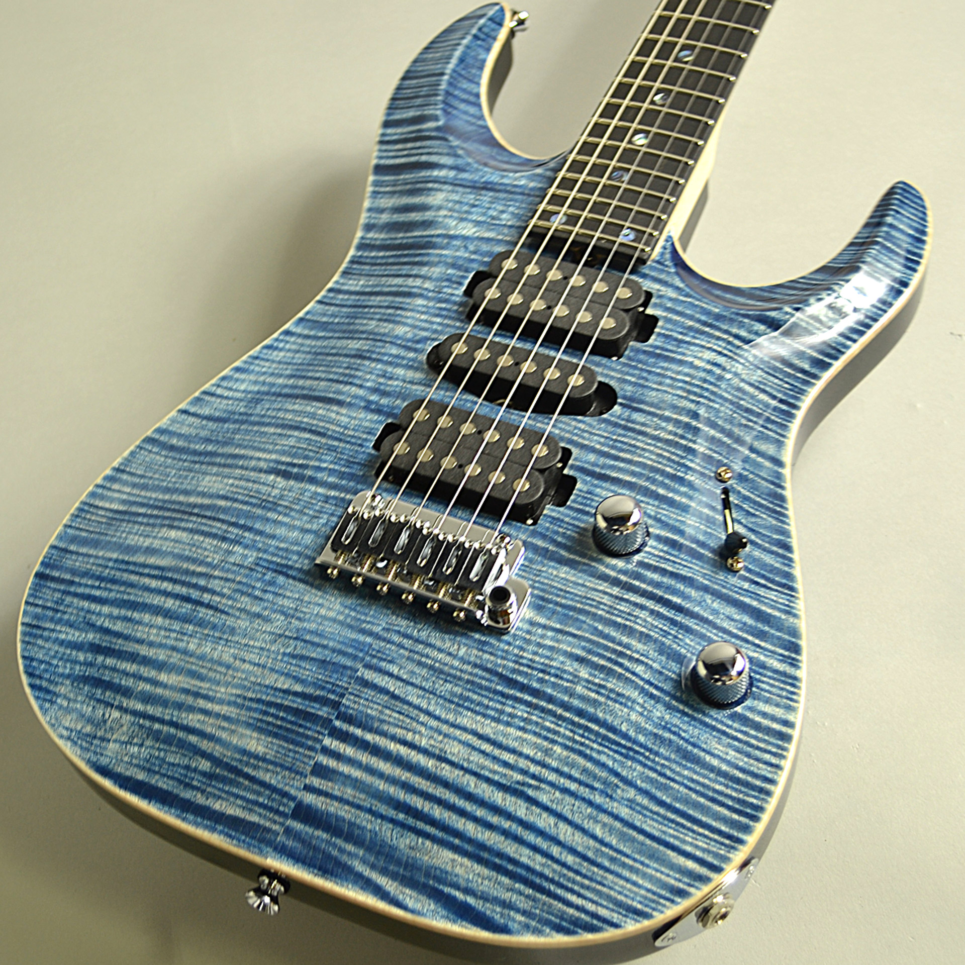 DST-Pro24 Carvedtop 5A FlameMapleのボディトップ-アップ画像