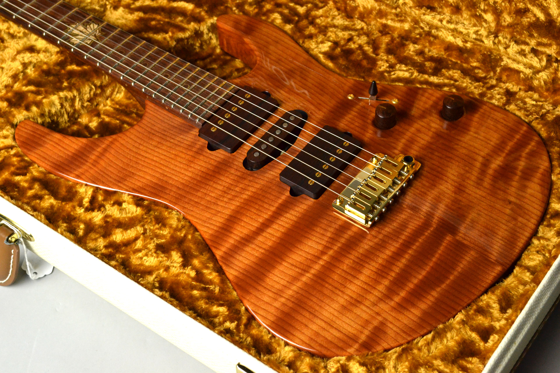 Modern Carved Top Redwood 2015 Collection Limitedのボディトップ-アップ画像