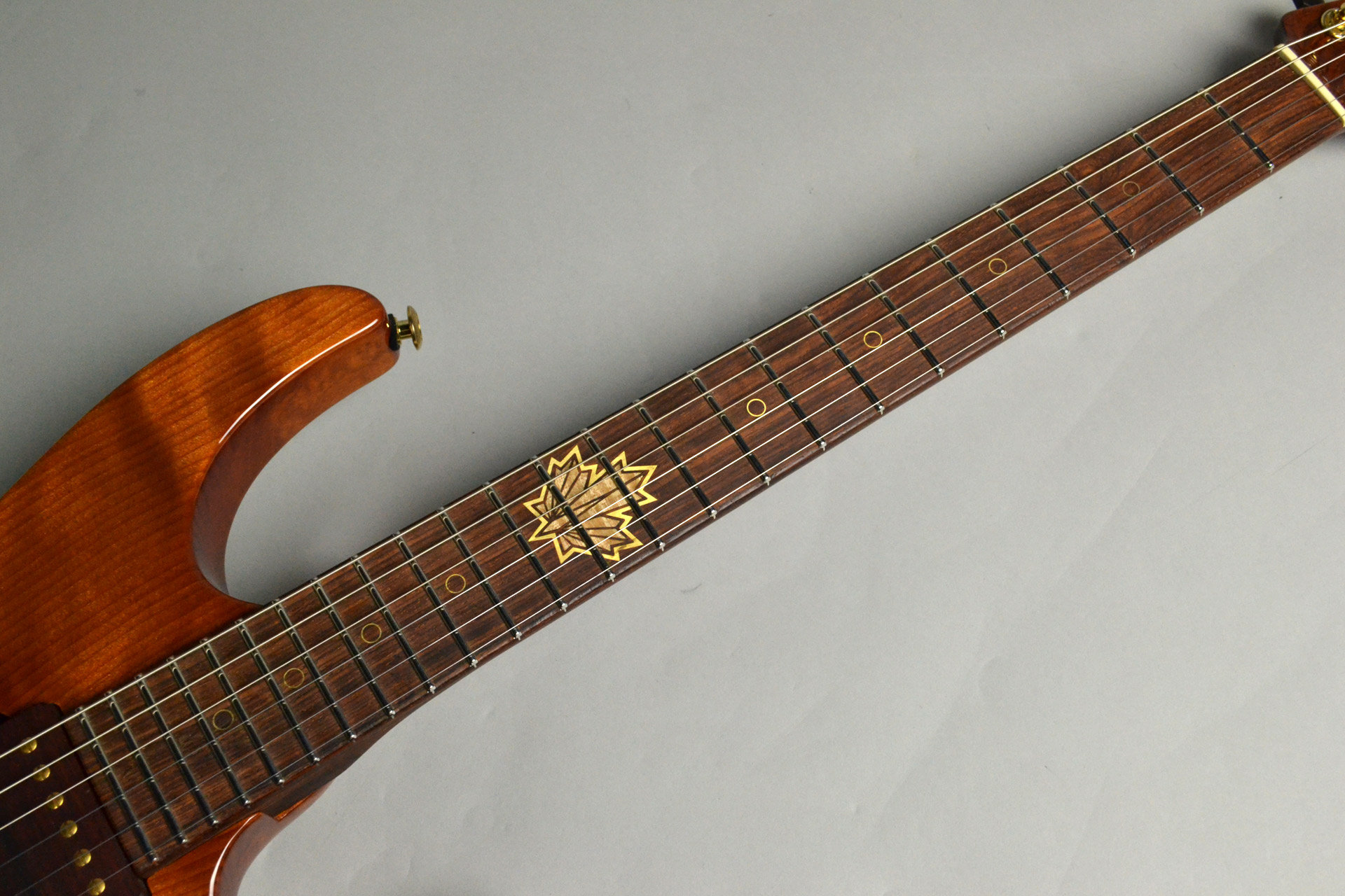 Modern Carved Top Redwood 2015 Collection Limitedの指板画像