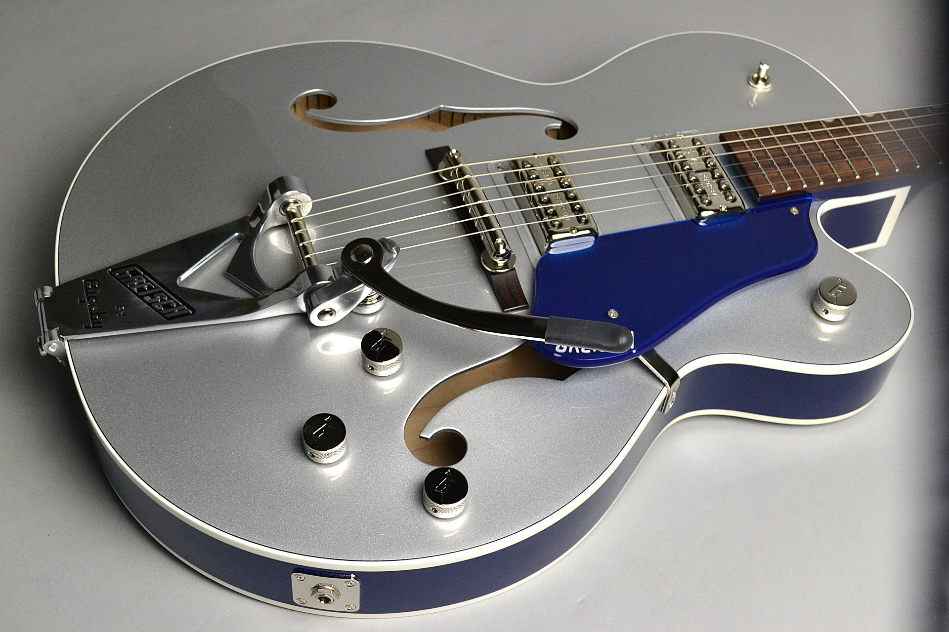 G6118T Players Edition Anniversary 2-Tone Iridium Silver/Azure Metallicのボディトップ-アップ画像
