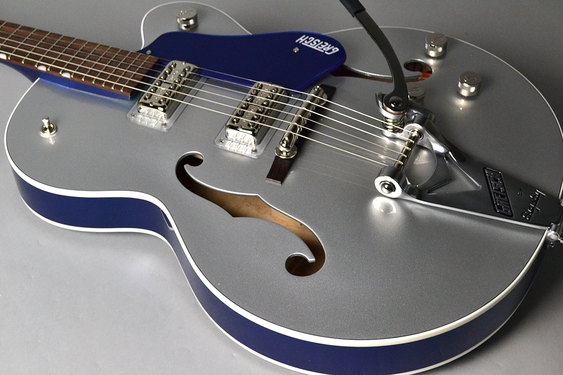 G6118T Players Edition Anniversary 2-Tone Iridium Silver/Azure Metallicの全体画像(縦)