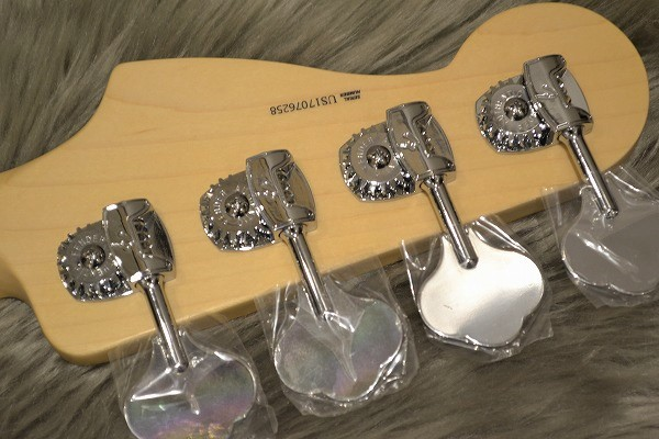 American Professional Precision Bass Maple Fingerboardのヘッド裏-アップ画像