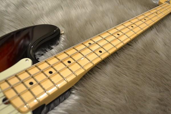American Professional Precision Bass Maple Fingerboardの指板画像