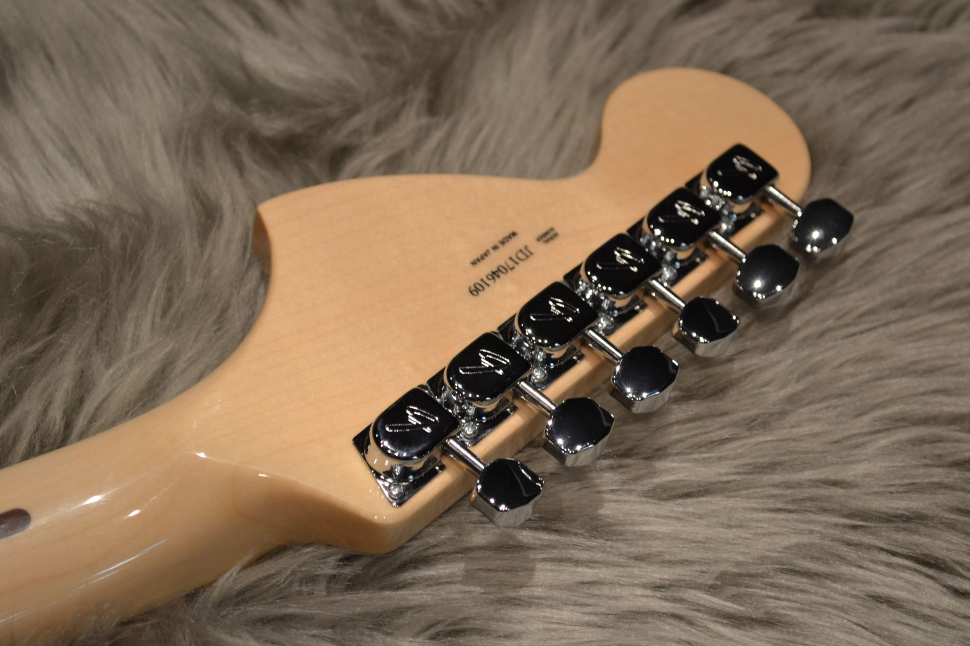Made in Japan Traditional 70s Stratocaster ASHのヘッド裏-アップ画像