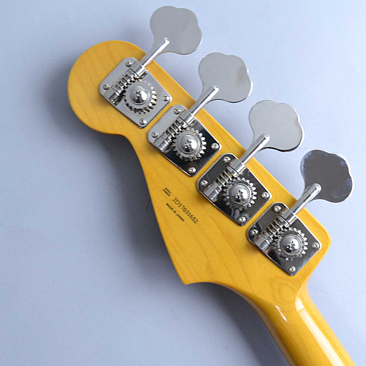 Fender TRAD 60S JASS BASSのヘッド裏-アップ画像