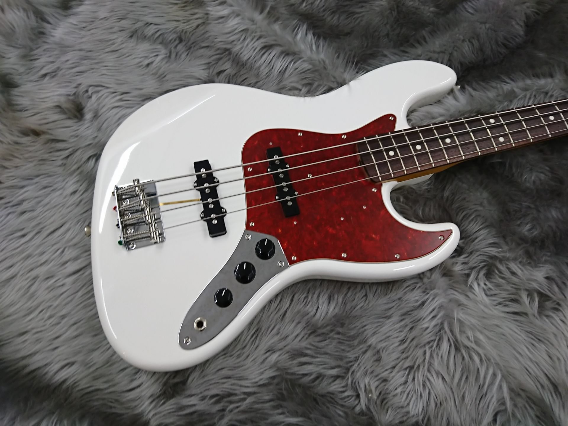 MADE IN JAPAN TRADITIONAL 60S JAZZ BASSのボディトップ-アップ画像