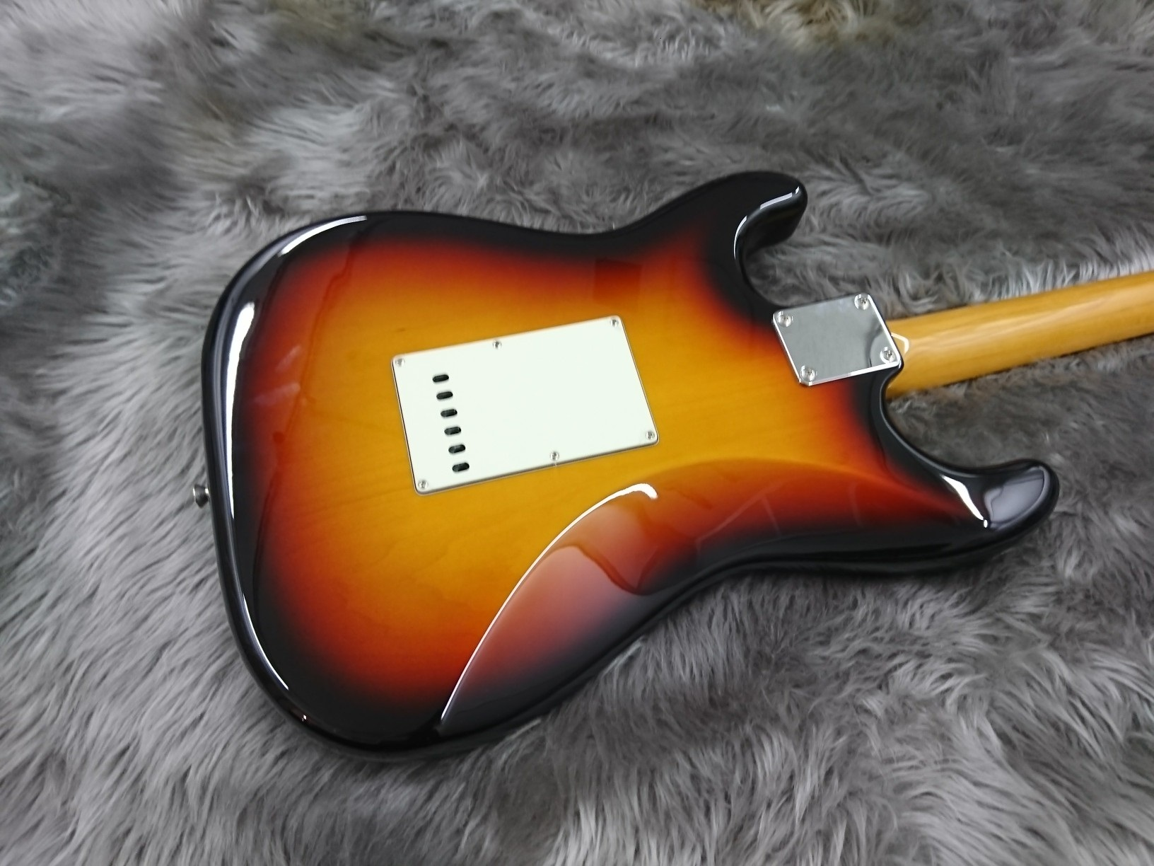 MADE IN JAPAN TRADITIONAL 60S STRATOCASTER RWのボディバック-アップ画像