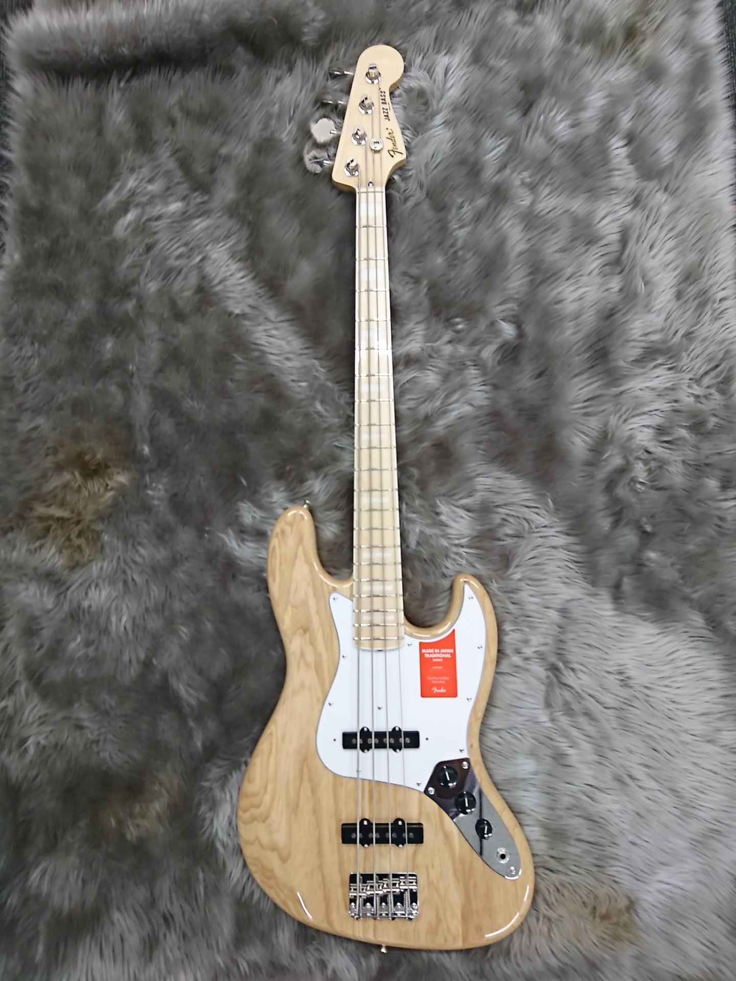 MADE IN JAPAN TRADITIONAL 70S JAZZ BASSの全体画像(縦)