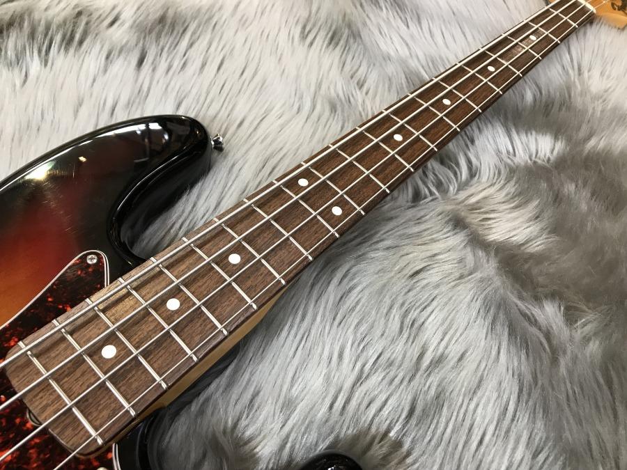 American Vintage '62 Jazz Bassの全体画像(縦)