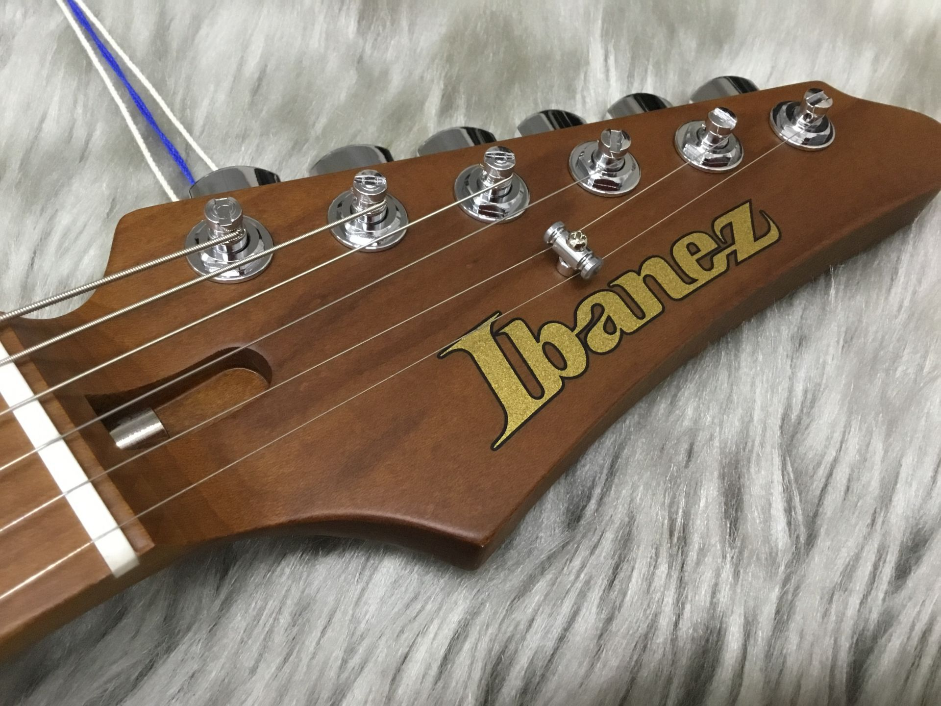 AZ2402のヘッド画像