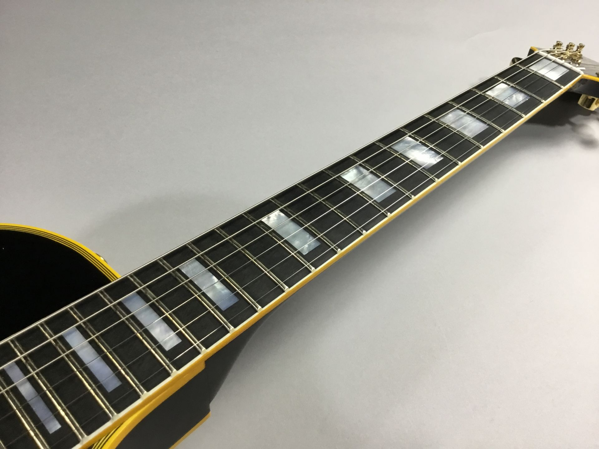 Les Paul Custom VOS Antique Ebony 1968仕様の全体画像(縦)