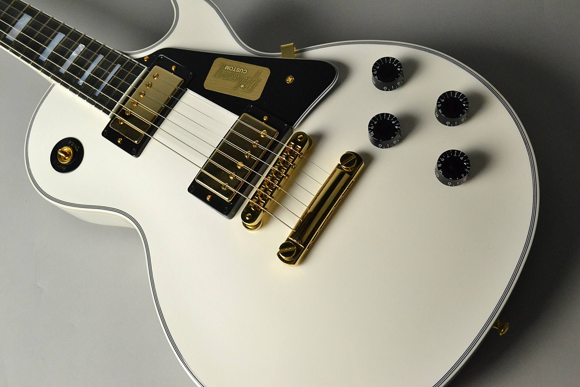Les Paul Custom 2017 Alpine Whiteの全体画像(縦)