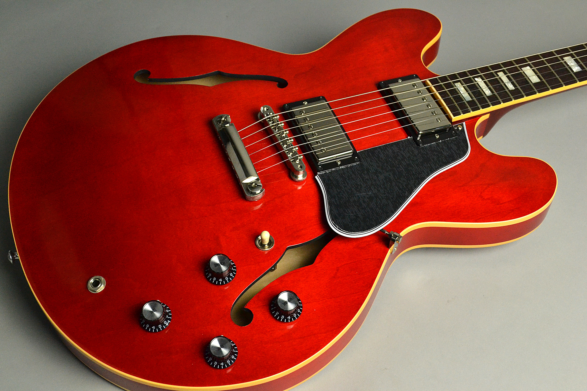 ES-335 Traditional 2018 Antique Faded Cherryのボディトップ-アップ画像