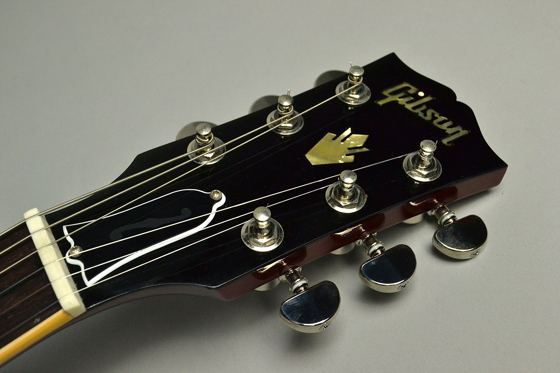 ES-335 Traditional 2018 Antique Faded Cherryのヘッド画像