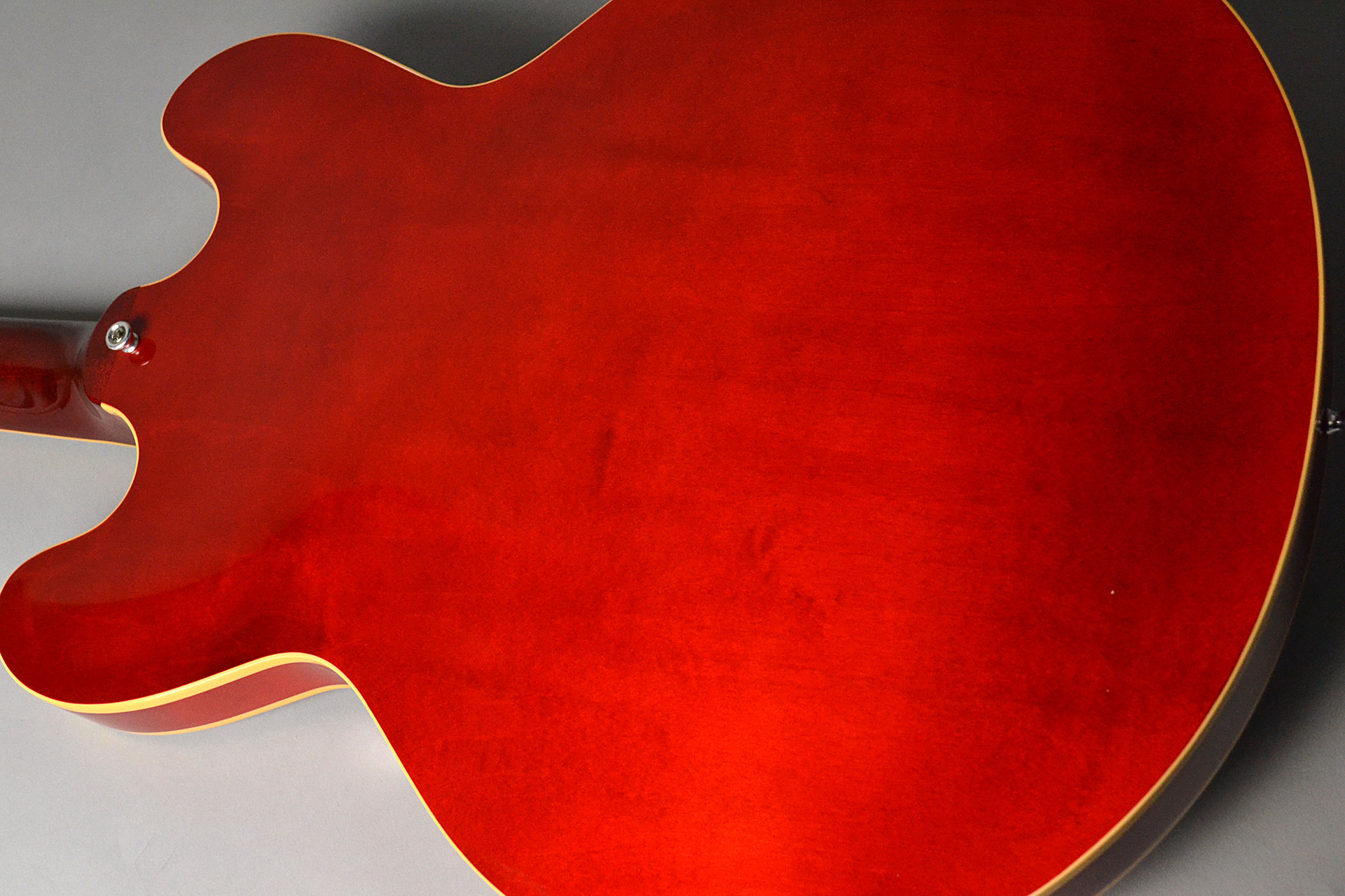 ES-335 Traditional 2018 Antique Faded Cherryのボディバック-アップ画像