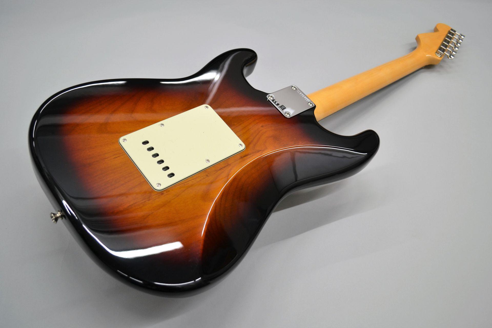 American Original '60s Stratocaster 3-Color Sunburst ストラトキャスターのボディバック-アップ画像