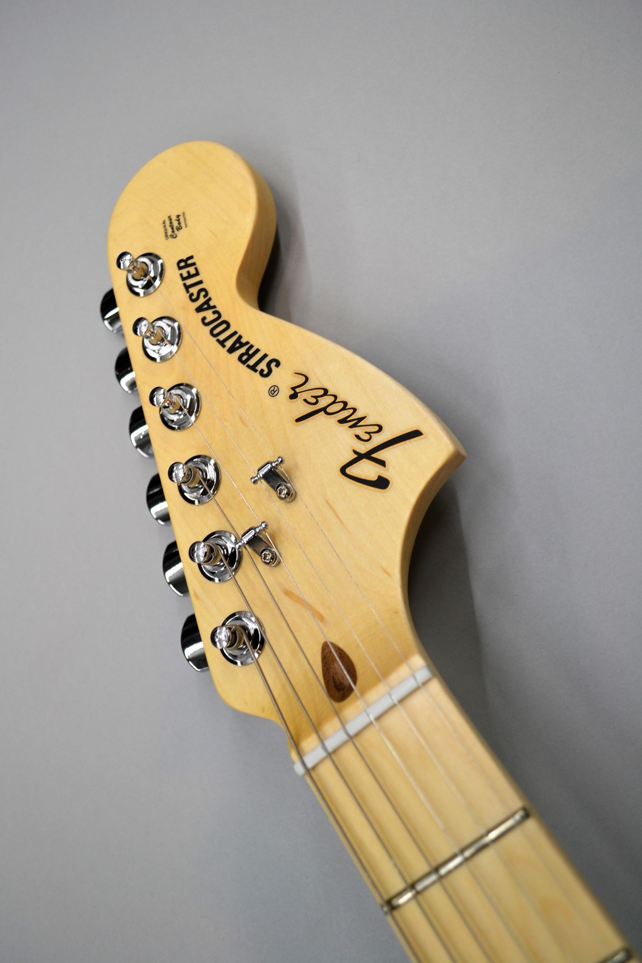 American Special Stratocaster Olympic White ストラトキャスターのヘッド画像
