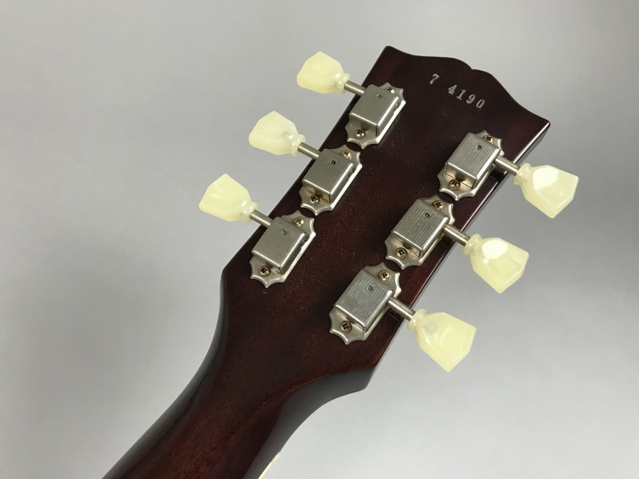 Historic Collection 1957 Les Paul Standard Gold Topの全体画像(縦)