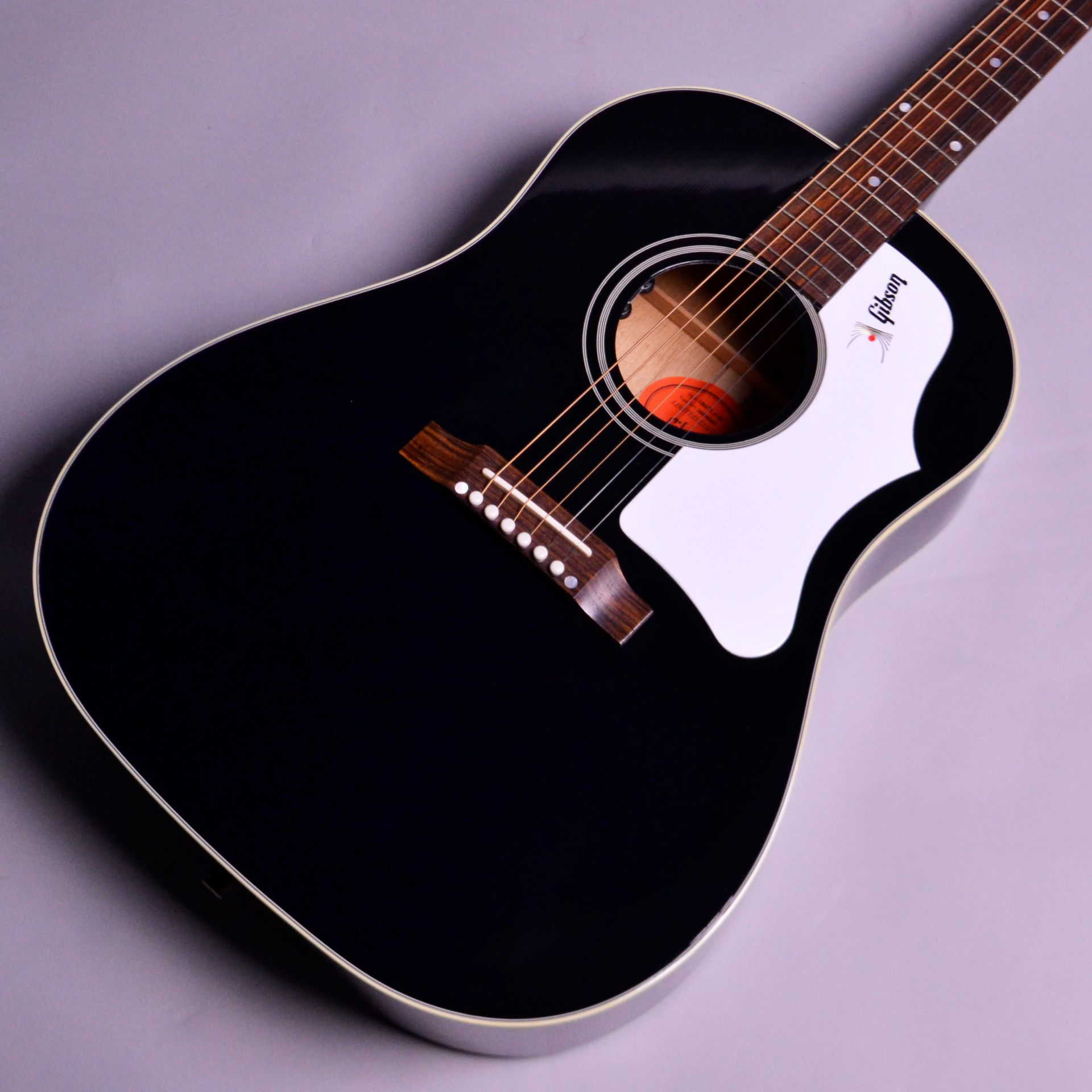Monthly Limited 1960s J-45 Ebony 【限定品!】のボディトップ-アップ画像