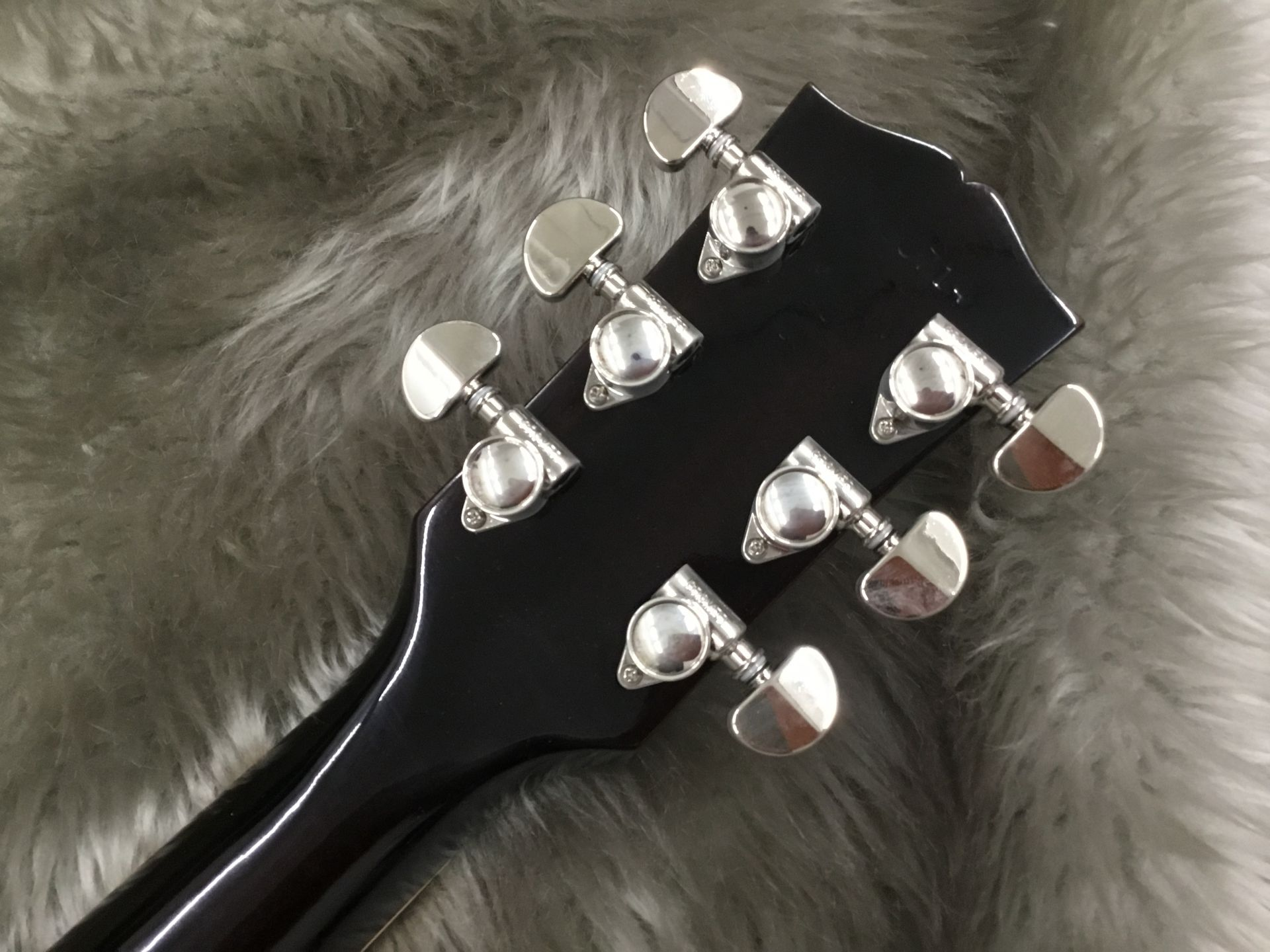 ES-335のヘッド裏-アップ画像