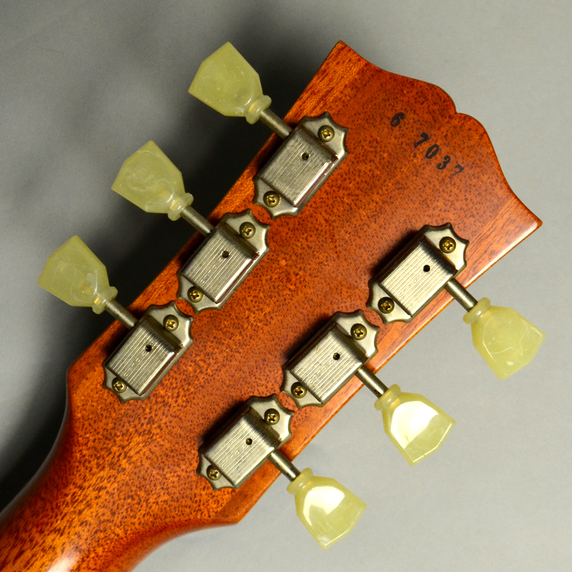 1956 Les Paul Standard Reissue VOS PSL Antique Goldのヘッド裏-アップ画像