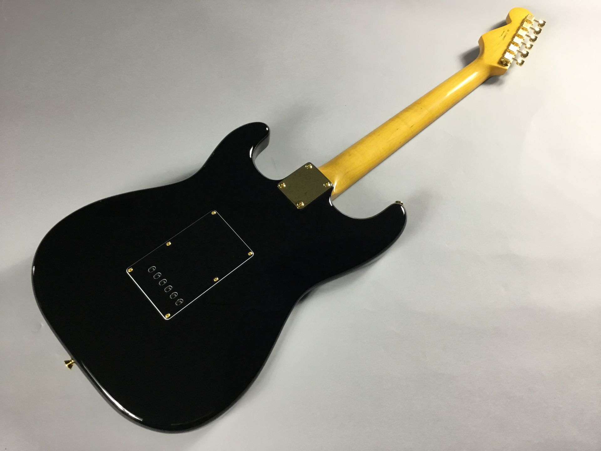 "Made in Japan Traditional 60s Stratocaster ""Midnight""【限定品】のヘッド裏-アップ画像"