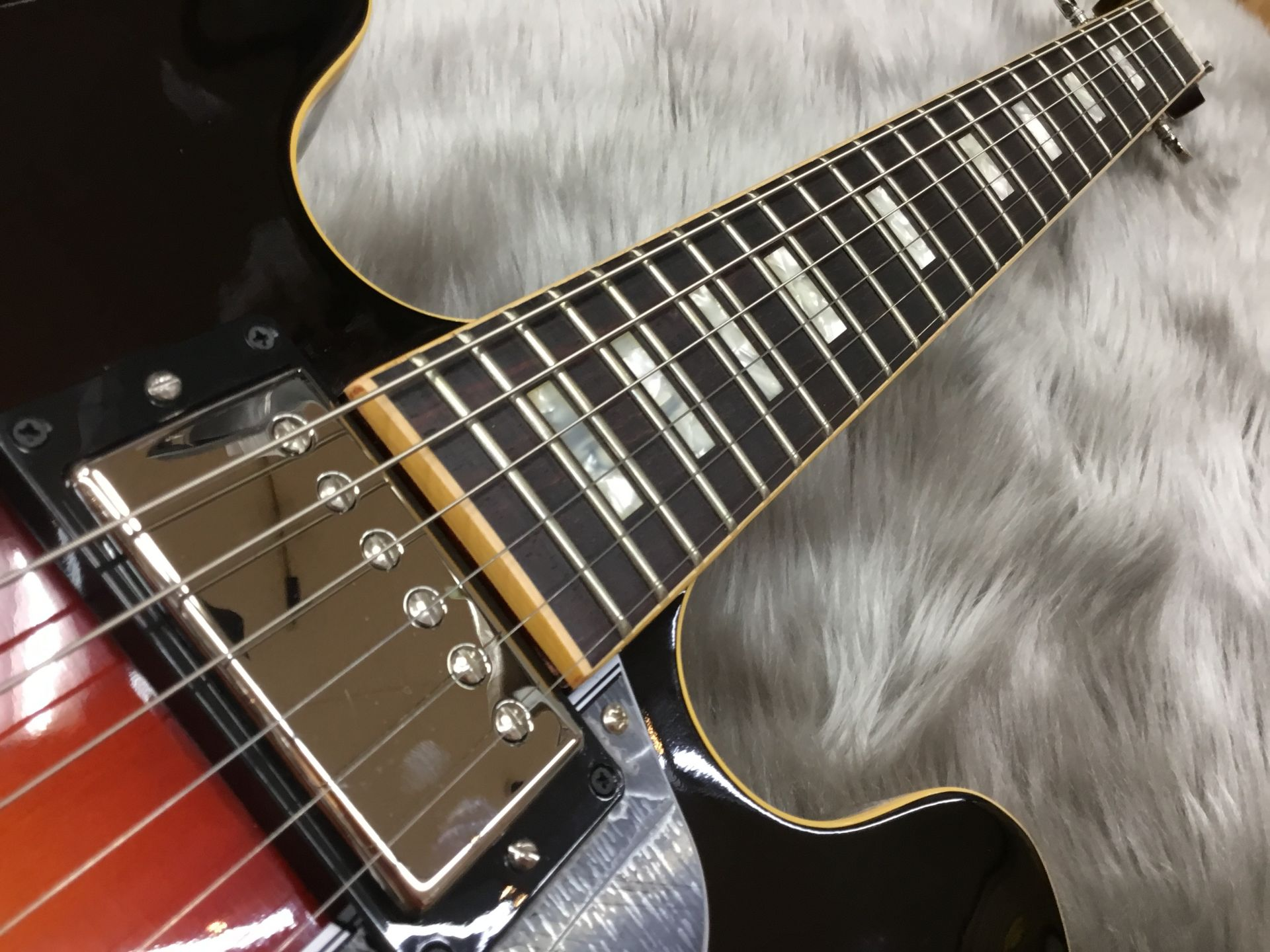 ES-335 TRADITIONALのヘッド裏-アップ画像
