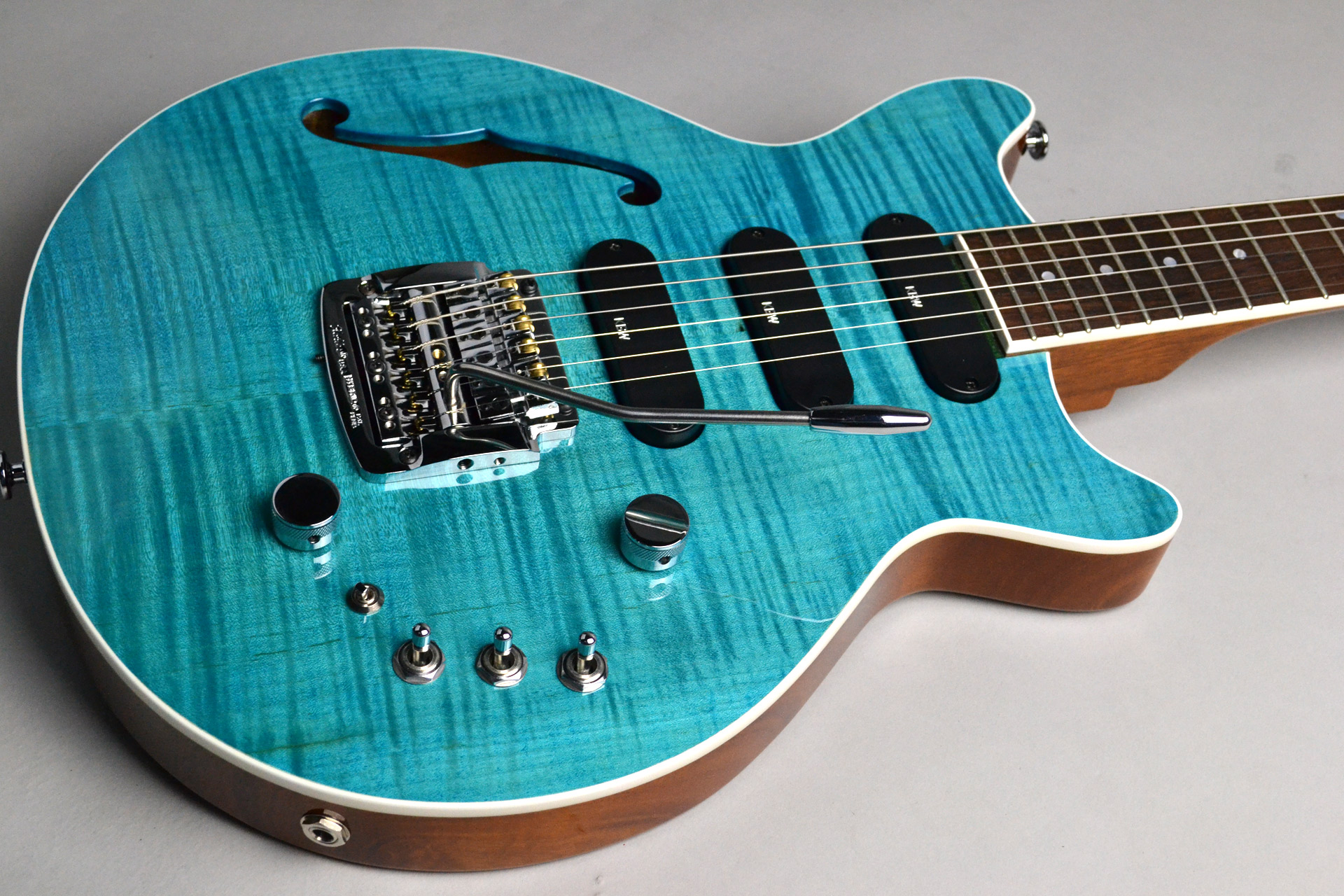 Kz One Semi-Hollow 3S23 Kahler Turquoise Blue【楽器フェアモデル】のボディトップ-アップ画像