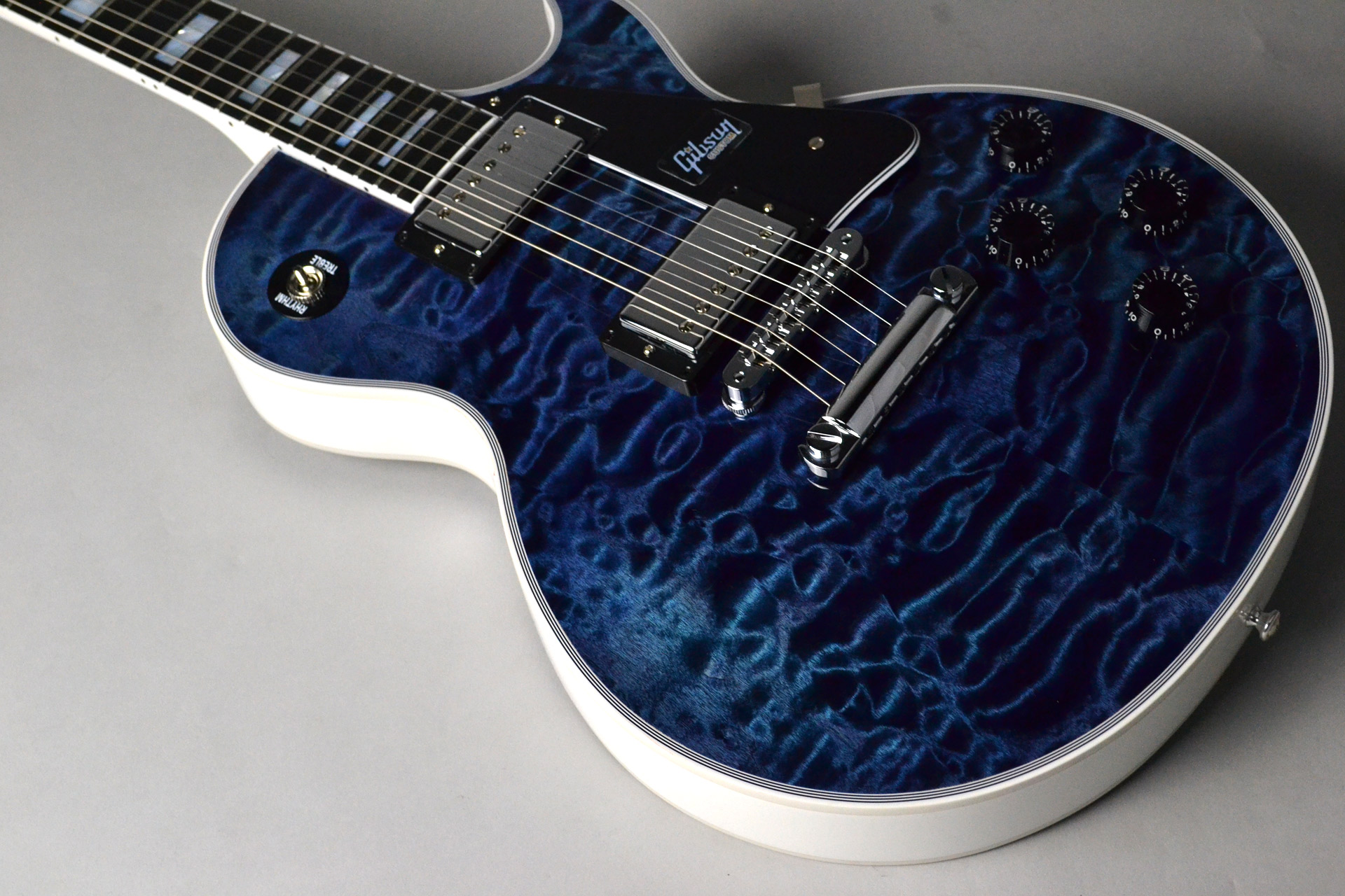 Les Paul Custom 3A Quilt Top Nordic Blue/Alpine White 【ホワイトバック!】の全体画像(縦)