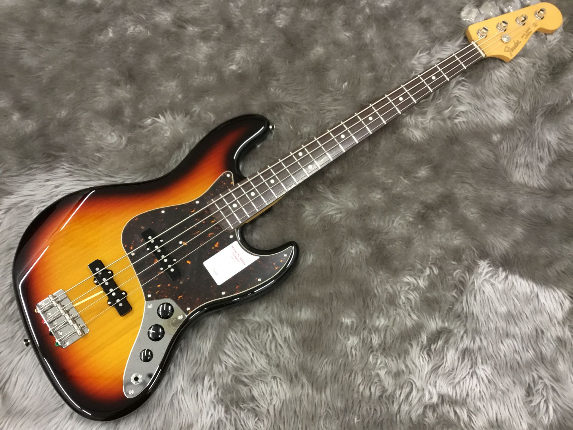 MADE IN JAPAN HYBRID 60S JAZZ BASS®