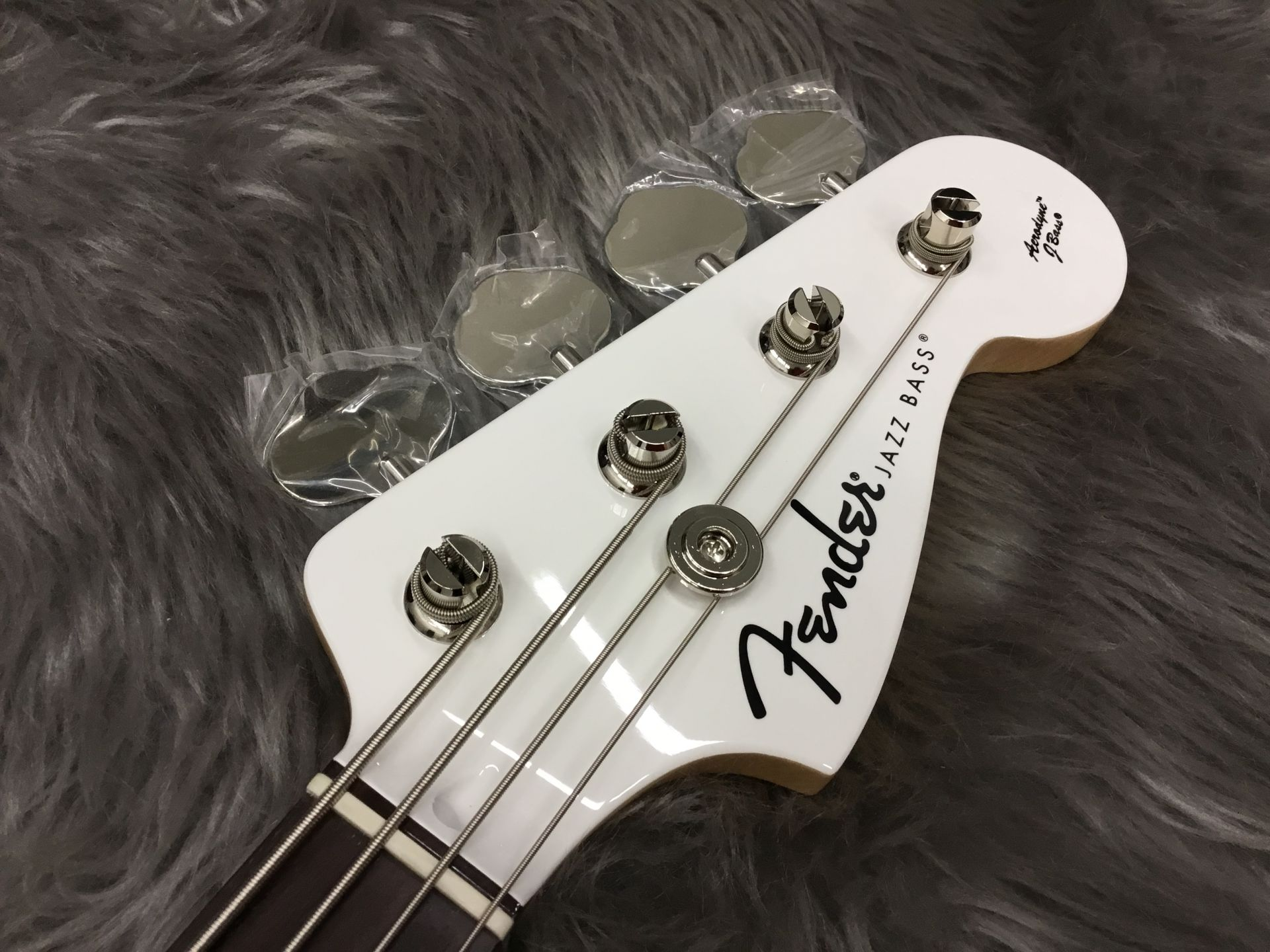 FSR Aerodyne Jazz Bass®, Rosewood Fingerboard, Arctic Whiteのヘッド画像
