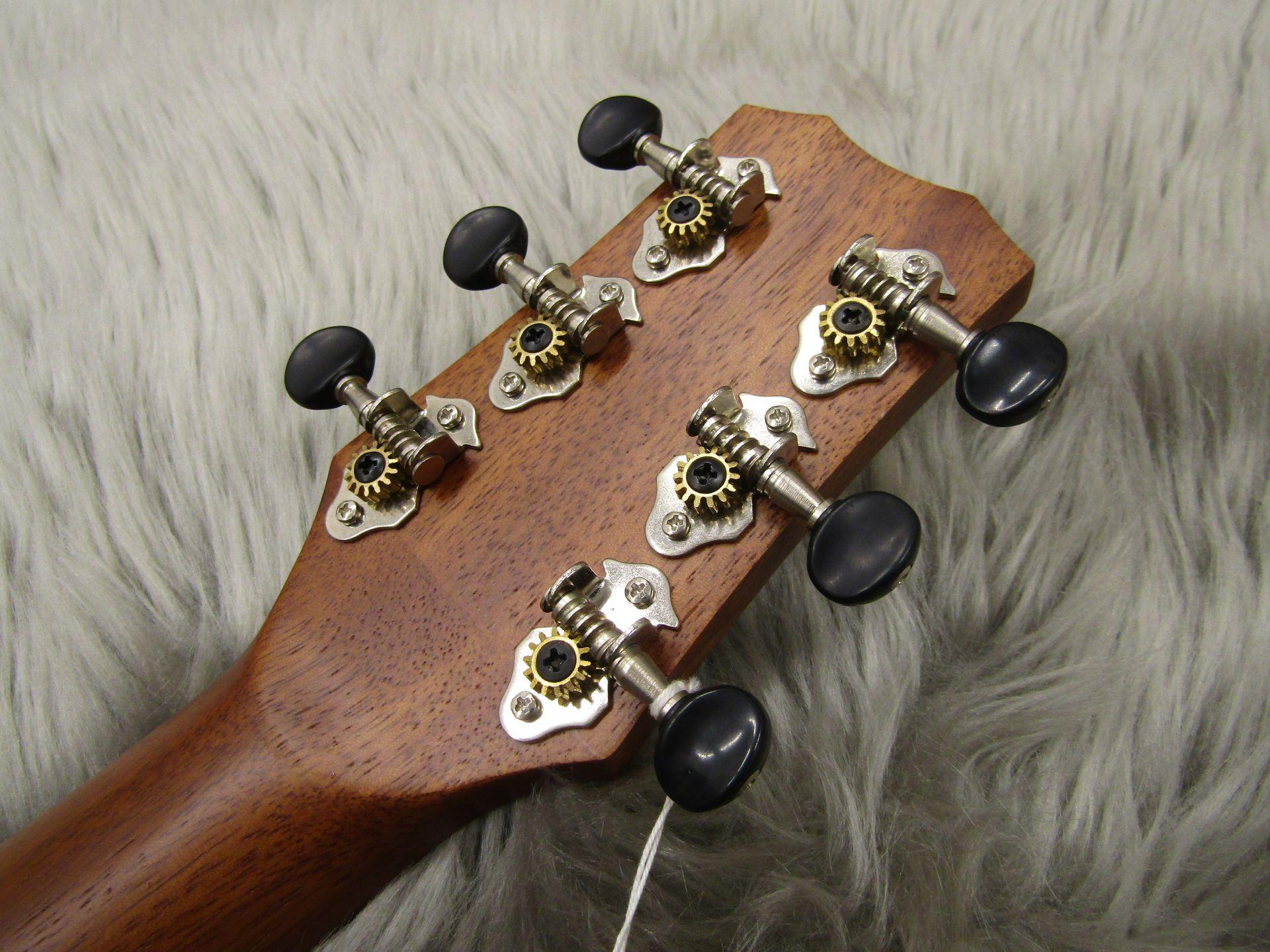 CoCo Guitarのヘッド裏-アップ画像