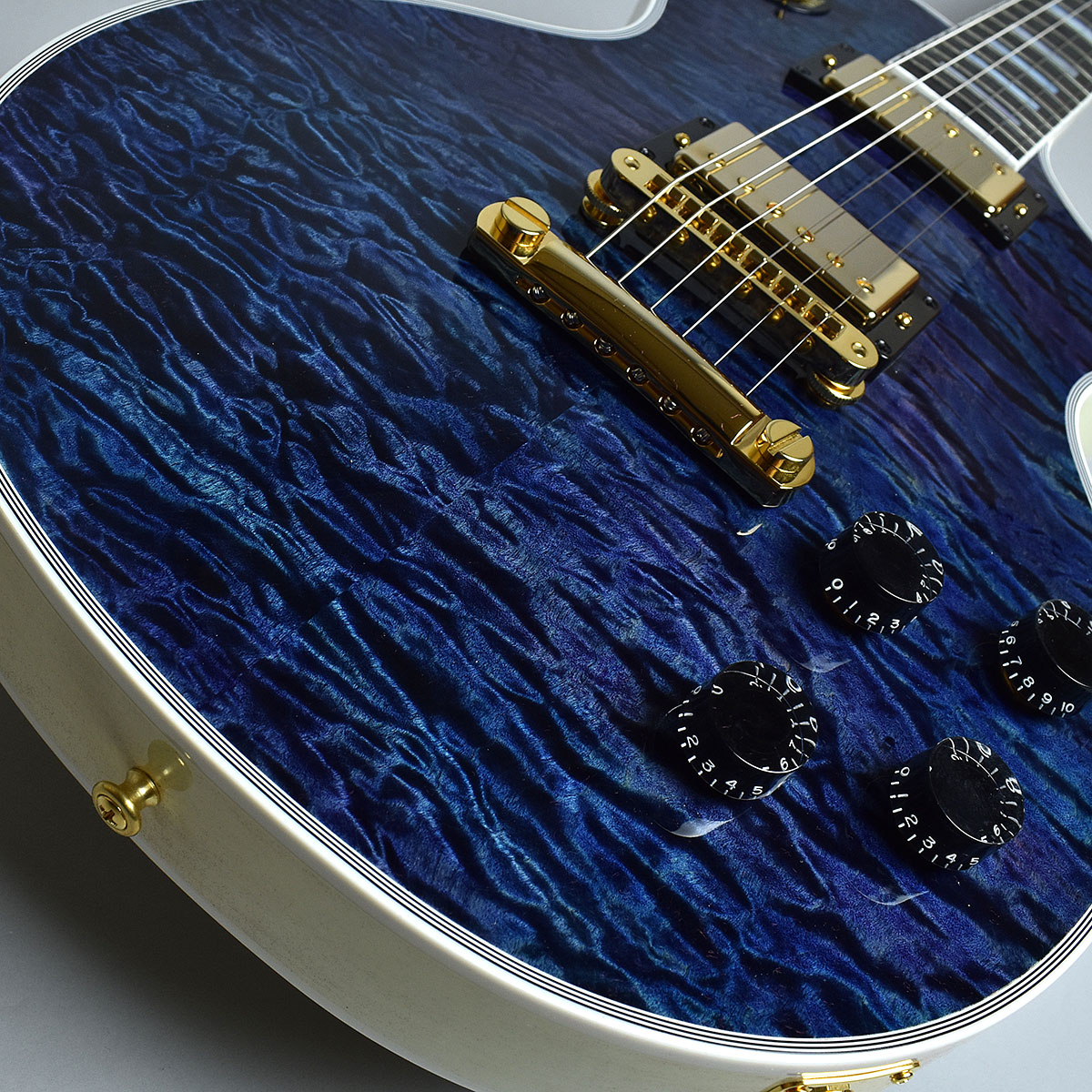 Gibson Custom Shop Hand Picked Limited Les Paul Custom 5A Quiltのボディトップ-アップ画像