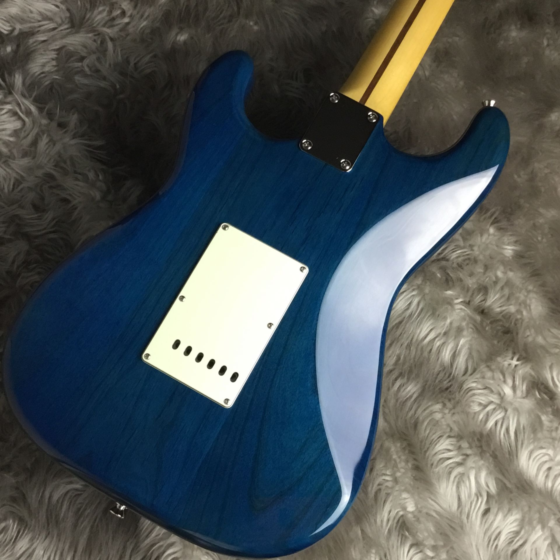 Hybrid 60s Stratocaster Quilt Top/Transparent Blueのヘッド画像