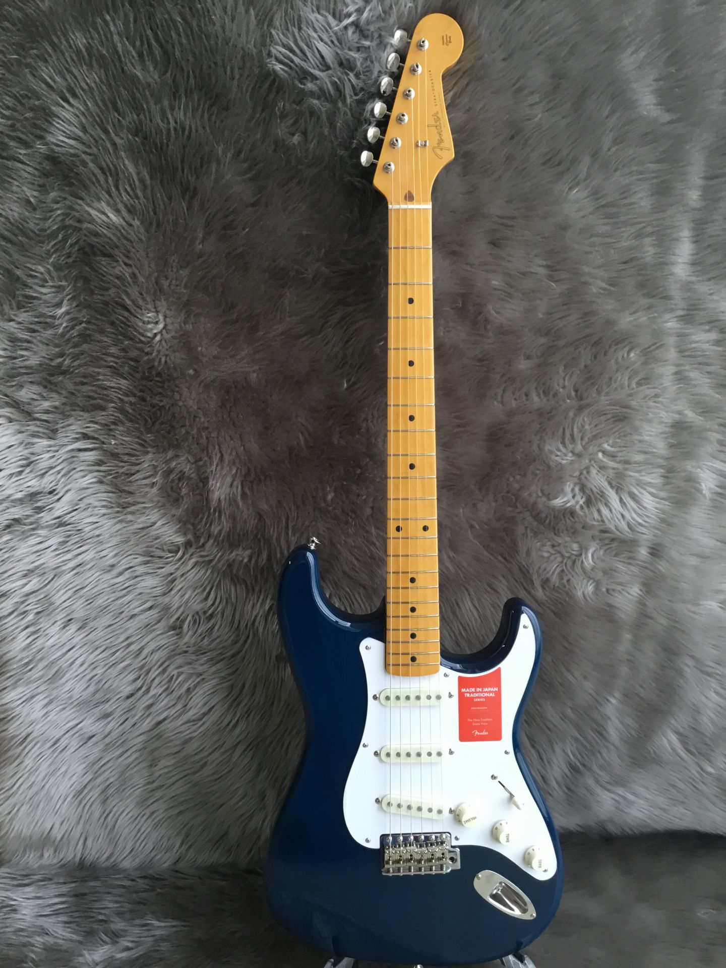 Fender Made in Japan Traditional 58 Stratocasterの全体画像(縦)