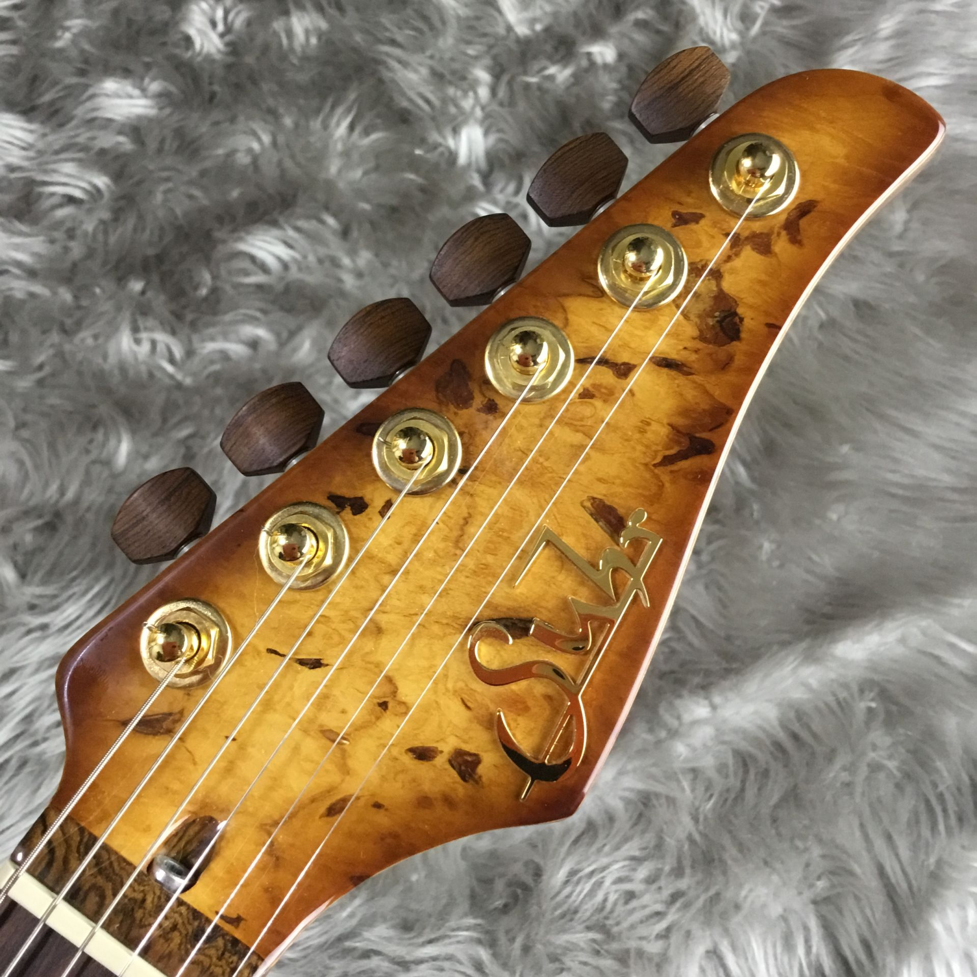 The 2015 Collection Burl Maple Modern Carve Topのヘッド画像