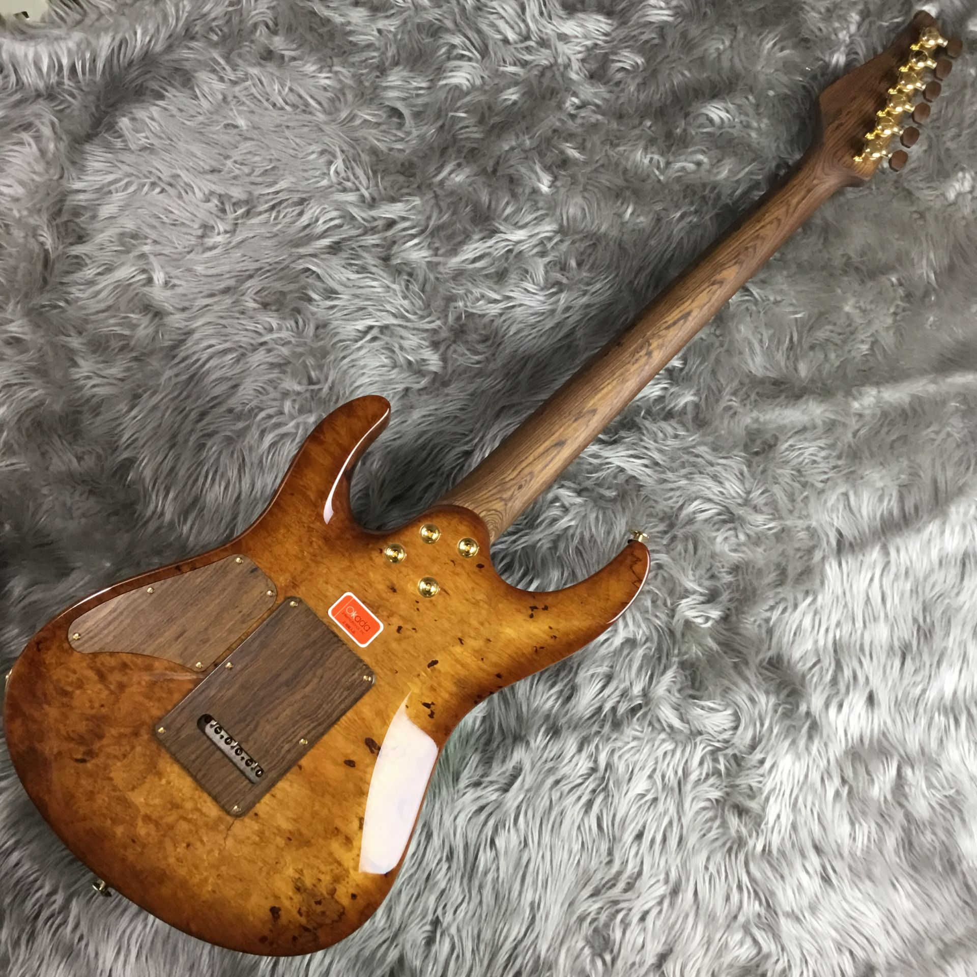 The 2015 Collection Burl Maple Modern Carve Topの全体画像(縦)
