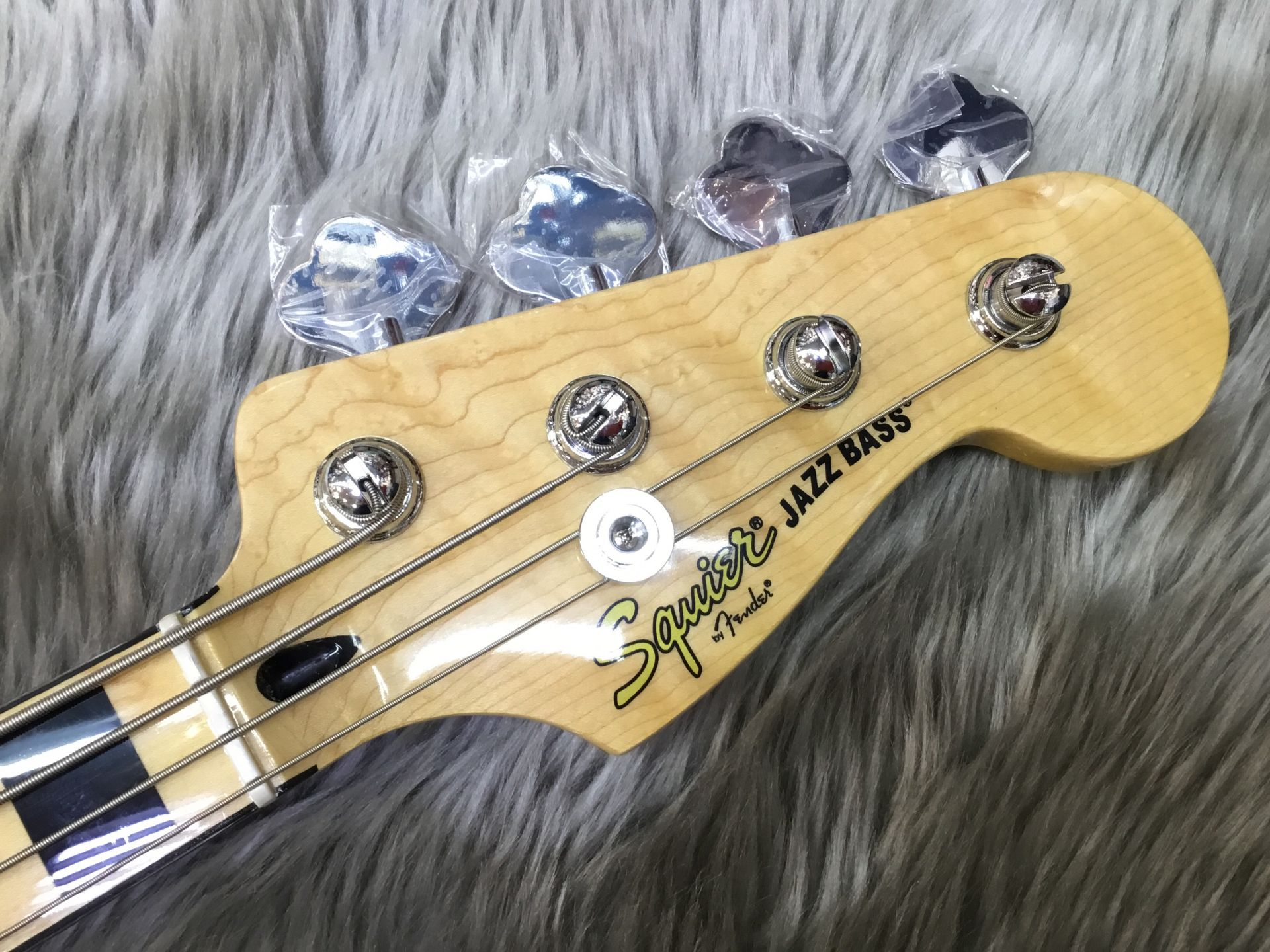 VINTAGE MODIFIED JAZZ BASS '70Sのヘッド画像