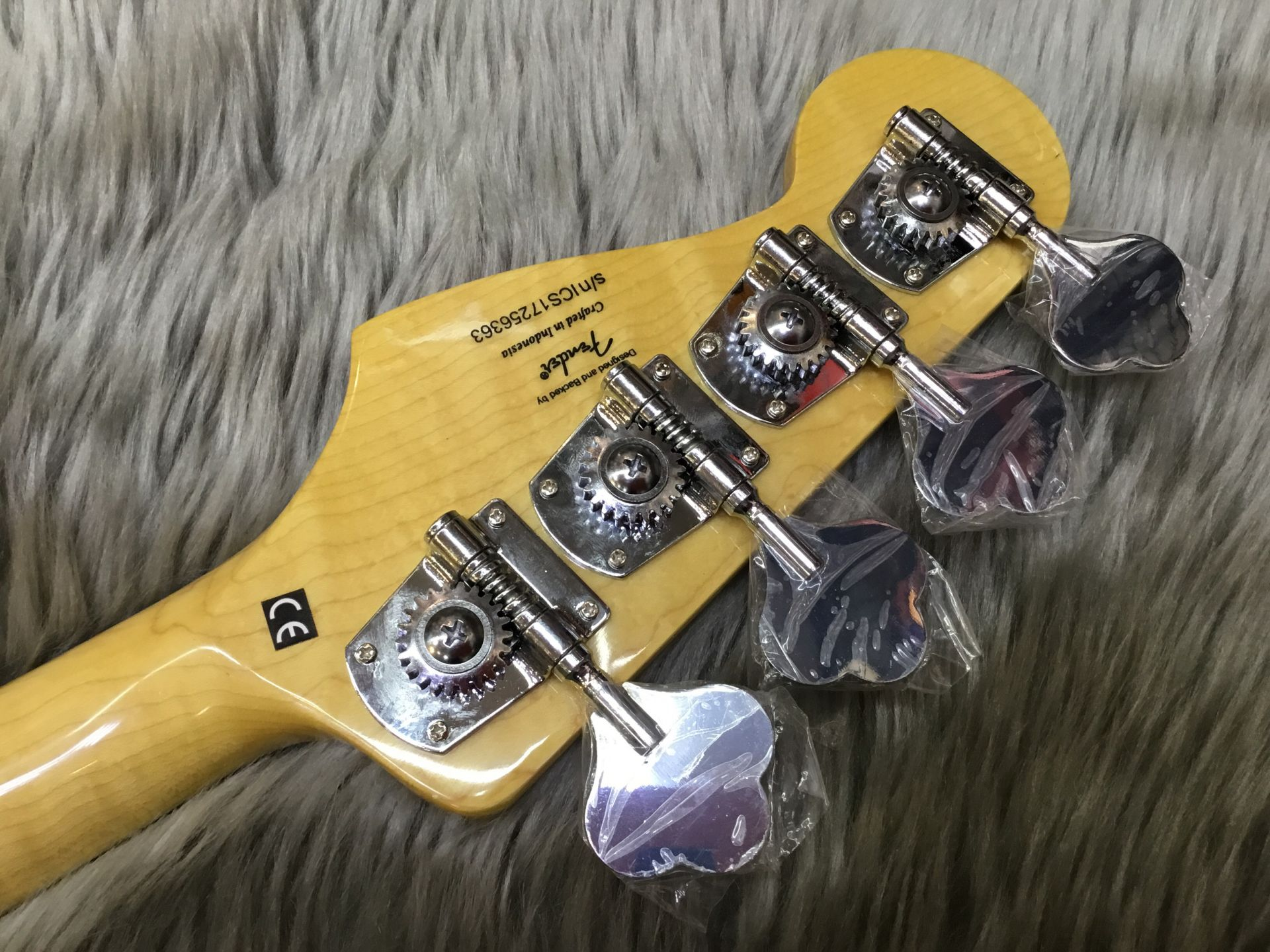 VINTAGE MODIFIED JAZZ BASS '70Sのヘッド裏-アップ画像