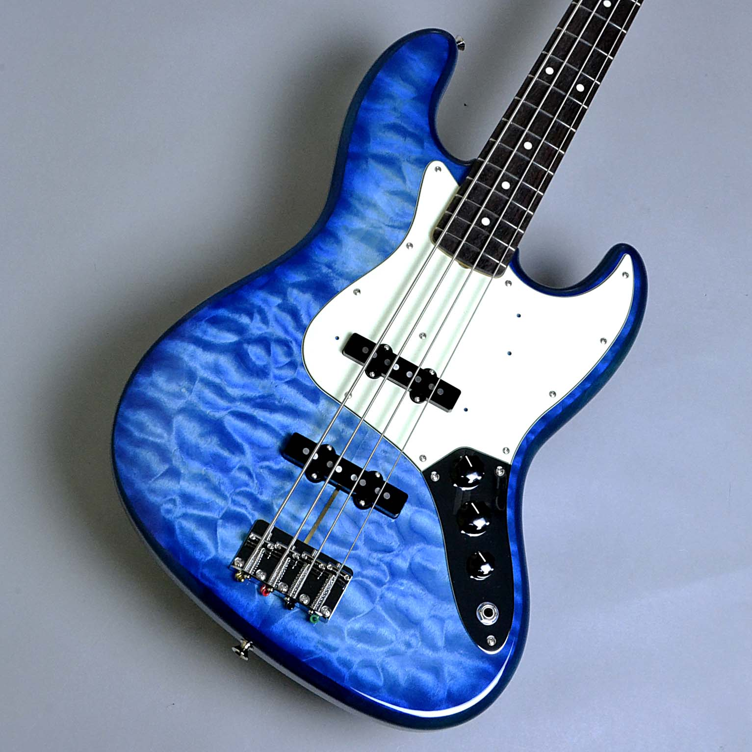 【フェンダー】  Made in Japan Hybrid 60s Jazz Bass Quilt Top Transparent Blue Limited Editionのボディトップ-アップ画像