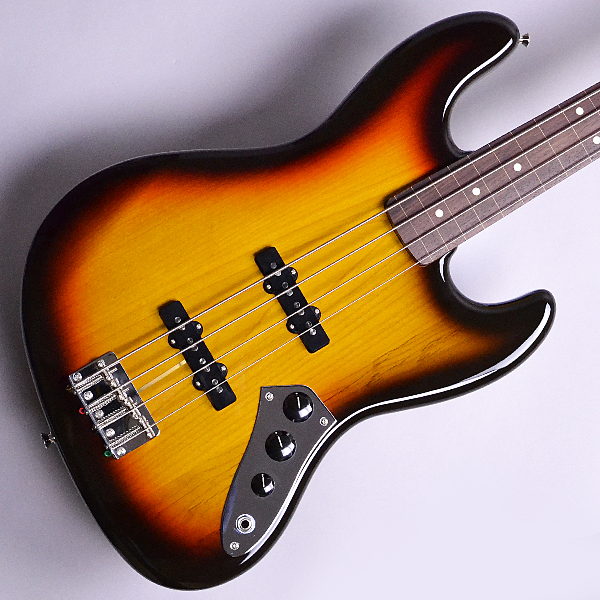 Made in Japan Traditional 60s Jazz Bass Fretlessのボディバック-アップ画像