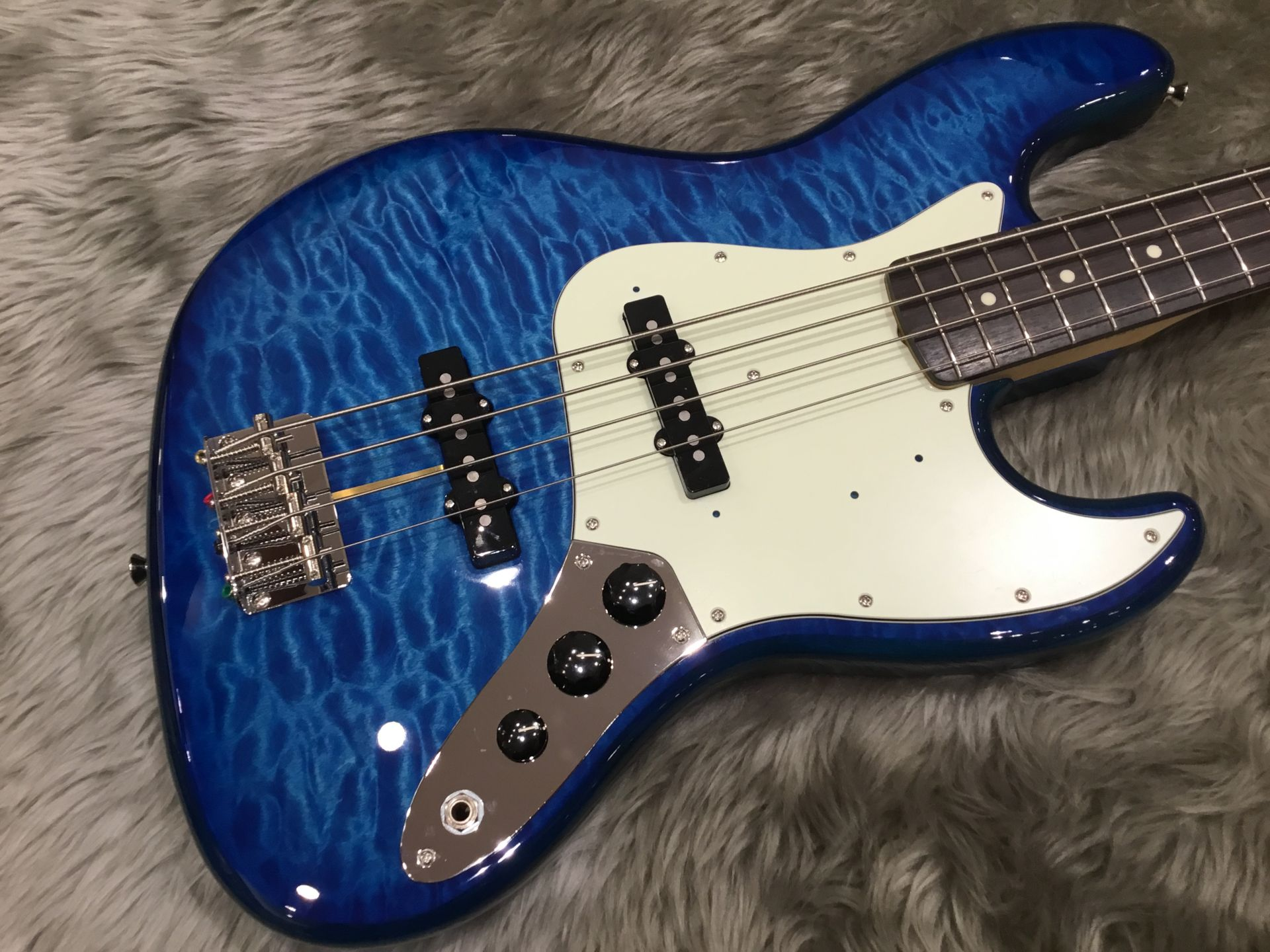 FSR Hybrid 60s Jazz Bass Quilt Top Rosewood Fingerboardのボディトップ-アップ画像