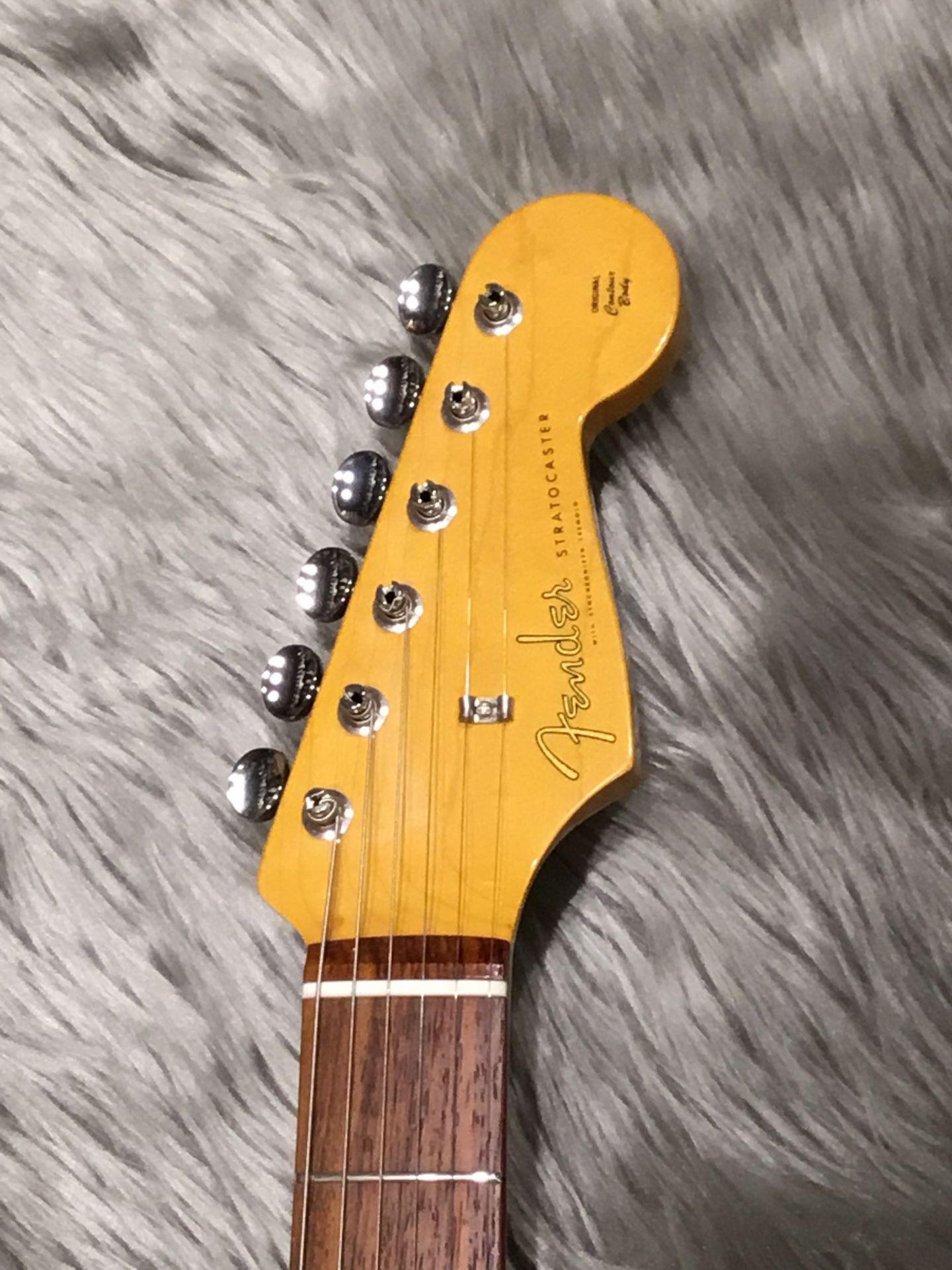 TRAD 60S STRATのヘッド画像